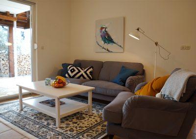 WH 1:1 Allrum med soffa och TV, utgång till altan