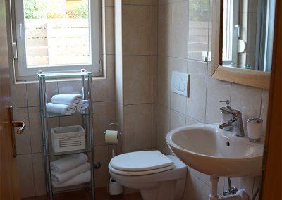 WH 2:1 Helkaklat Badrum/WC med dusch. Här ryms också tvättmaskinen.